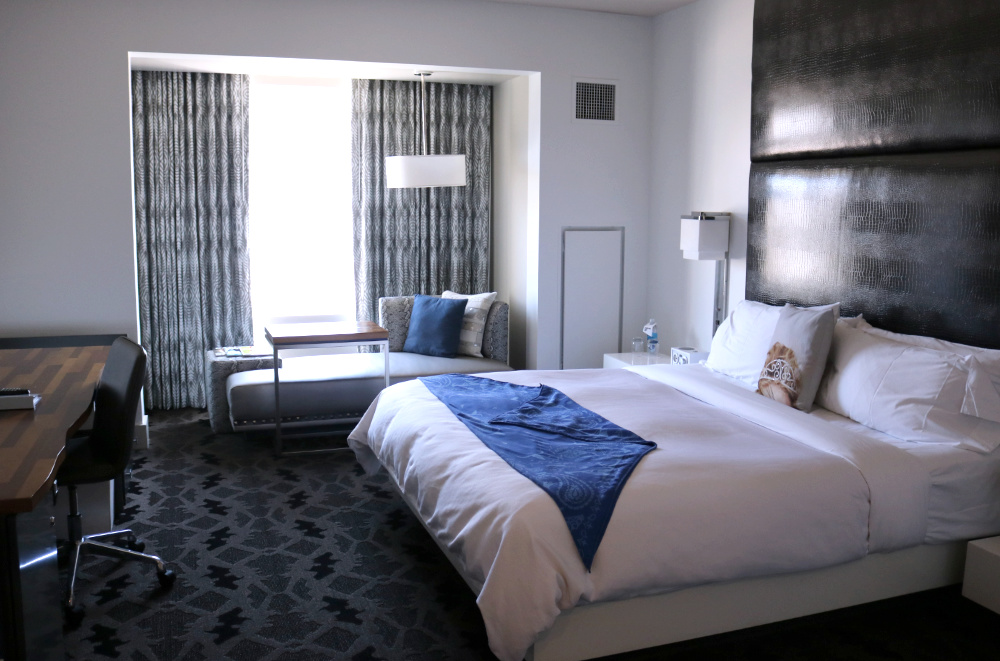 W Dallas Victory Hotel room with King bed